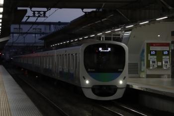 2019年10月5日 5時29分ころ。所沢。ヘッドライトがLEDの30101Fの上り回送列車が通過。