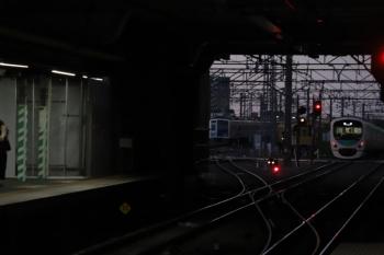 2019年10月5日 5時30分ころ。所沢。電留線で夜間滞泊の池袋線6000系・N2000系と、30101Fの上り回送列車。