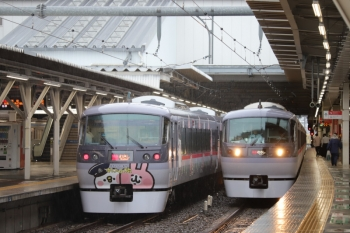 2019年10月12日。所沢。10112Fの9レ(左)と10109Fの74レ。本来は左の10112Fは「ちちぶ」号です。