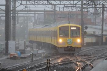 2019年10月12日 10時27分ころ。所沢。本川越方から池袋線4番ホームへ進む1245Fの回送列車。