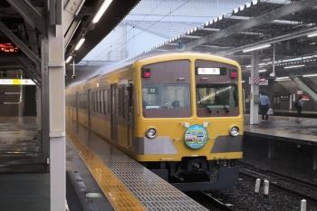 2019年10月12日 10時27分ころ。所沢。本川越方から池袋線4番ホームへ入った1245Fの回送列車。屋根の上で雨が舞ってます。