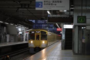 2019年10月13日 5時33分ころ。2番ホームに到着する2081F+2403Fの上り列車。表示は折り返しの各停・本川越ゆき。