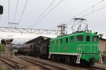2019年10月14日 14時42分ころ。大野原。電機に牽引されて、蒸機は機次位無動回送?な熊谷ゆきのSL列車。
