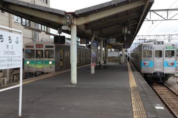 2019年10月14日 15時16分ころ。秩父。見ようによっては似た顔の電車が並びました。