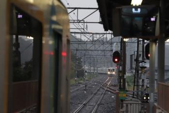 2019年10月14日。横瀬。2番ホームで発車待ちの40101Fと、近づいてくる4015F+4013Fの2004レ。