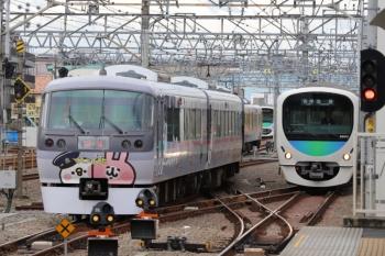 2019年10月15日 10時4分ころ。保谷。左から、2番ホームから4番線へ進む10112Fの下り回送列車、1番ホームを通過した30000系の2123レ、28番線から3番ホームへ入線する5728レの38112F。