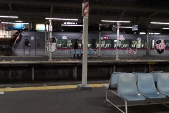 2019年10月16日。小手指。1番ホームから発車した10112Fの上り回送列車。