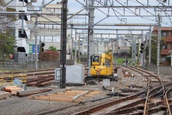 2019年10月19日。所沢。線路間の分岐器作成現場。