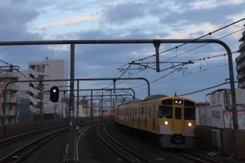 2019年10月20日 6時11分。富士見台。通過する2071Fの上り回送列車。