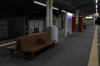 2019年10月22日。元加治。ペンキが塗られてピカピカのベンチ。
