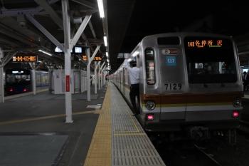 2019年10月26日。所沢。6751レで到着し引き上げ線へ入線待ちのメトロ7029F(右)と、発車した20102Fの3109レ。