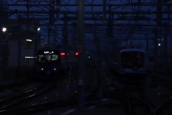 2019年10月27日。石神井公園。20158Fの5851レ(左)と暗闇に佇むY517F。
