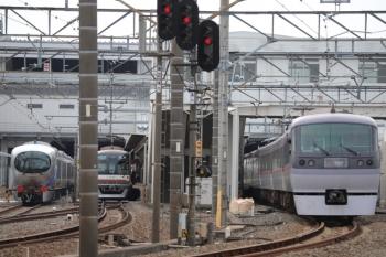 2019年10月27日。所沢。右から、10000系の11レ、メトロ10010Fの4701レ、001-E編成の納入列車。