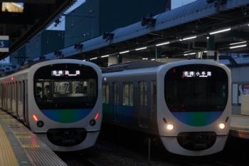 2019年10月28日。練馬。38107Fの5204レ(左)と38109Fの5203レ。