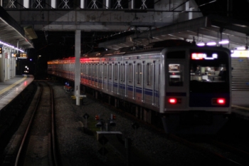 2019年11月2日 19時26分ころ。西所沢。1番ホームから発車した6107Fの急行 池袋ゆき。後ろの方は混んでました。