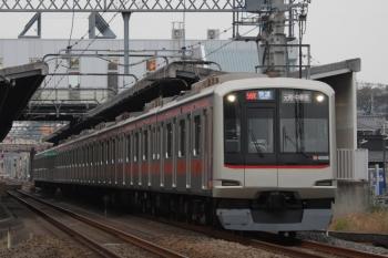 2019年11月3日 14時43分ころ。武蔵藤沢。東急4108Fの快速 元町・中華街ゆき。小手指から1714レのスジにのるのだと思います。このときも戦闘機の轟音が鳴り響いてました。