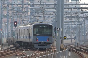 2019年11月3日 7時44分ころ。石神井公園。3番ホームから出発し急行線へ入る20102Fの上り回送列車。6112Fの3402レに追い抜かれてました。