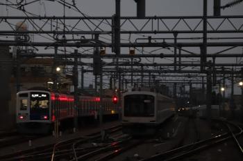 2019年11月9日。石神井公園。発車した6114Fの6501レ(左)と、6番線で夜間帯泊の東急5175F。