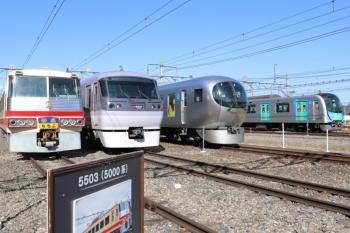 2019年11月9日。横瀬車両基地。右奥は朝の401レで西武秩父駅到着後に、夕方の404レまで留置中の40000系。