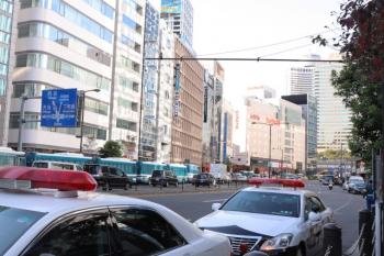 2019年11月10日 14時48分ころ。赤坂見附の交差点から300メートルほどの所。警察車両がびっしり並んでました。