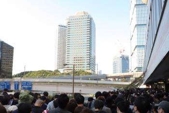 2019年11月10日 14時59分ころ。赤坂見附のビル2階のデッキの様子。