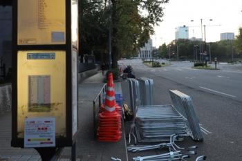 2019年11月10日 16時20分ころ。国会議事堂の前。道路は通行止めで閑散として、昨日は走っていた都バスもこの日はいつ来るのか?