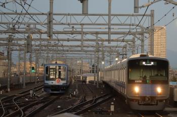2019年11月16日 6時9分ころ。石神井公園。20158Fの上り回送列車(右)と6番線で夜間帯泊のY512F。