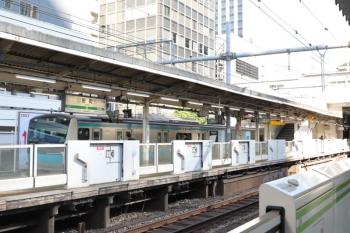 2019年11月16日。田町。引き上げ線から1番ホームへ据え付けられる京浜東北線の電車。