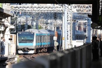 2019年11月16日。田町。引き上げ線から1番ホームへ入る折り返しの京浜東北線の電車。
