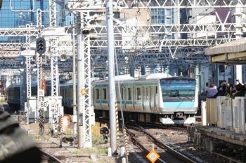 2019年11月16日。田町。4番ホームから引き上げ線へ入る折り返しの京浜東北線の電車。