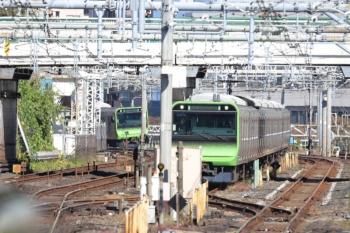 2019年11月16日。上野。引き上げ線から内回りホームへ据え付け待ちと、外回り列車を、内回りホームから。