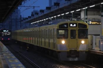 2019年11月23日。練馬。右は2085Fの下り回送列車、左は20152Fの4204レ。