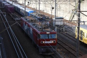 2019年12月1日 8時58分ころ。新秋津。右から、西武623F、到着したEF65-2060+西武001-F編成、そしてEH500-59牽引のコンテナ貨物列車。