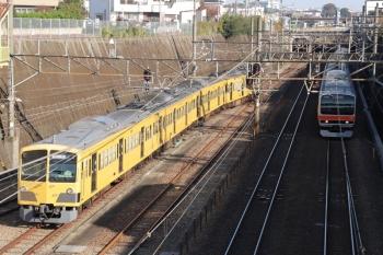 2019年12月1日 9時49分ころ。新秋津。EF65-2060が北へ逃げて、263Fの入換が始まりました。武蔵野線の府中本町ゆきとの並び。