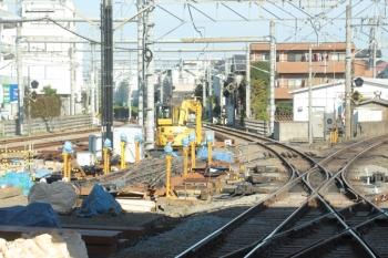 2019年12月1日。所沢。駅北側の、池袋線と新宿線の間で組み上げられた分岐器。