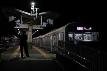 2019年12月3日 21時58分ころ。武蔵横手。38107Fの快速急行 池袋ゆき(右)を追い抜いた10111Fの「ちちぶ56号」。