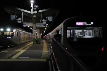 2010年12月3日 22時4分ころ。武蔵横手。38107Fの快速急行 池袋ゆき(右)とすれ違う001-C編成の下り特急「むさし号」(43レの延長?)。