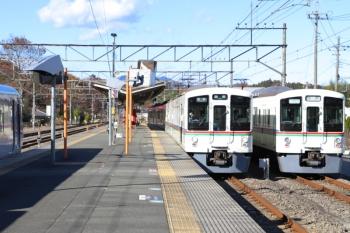 2019年12月3日。横瀬。右端から、4023Fの回送列車、4017Fの5034レ、10109Fの13レ。