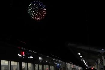 2019年12月3日 19時23分ころ。横瀬。(<-飯能)4013F+4003Fの各停 西武秩父ゆきと花火。