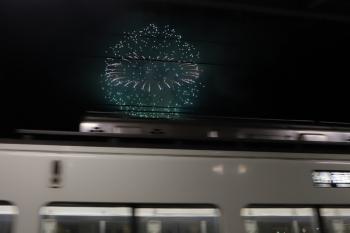 2019年12月3日 20時9分ころ。横瀬。(<-飯能)4001F+4007Fの各停 西武秩父ゆきと打ち上げ花火。この頃は下り列車は空いてます。