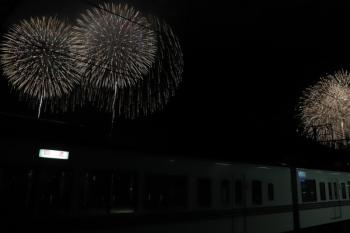 2019年12月3日 20時15分ころ。横瀬。留置中の4011F+4005Fと打ち上げ花火。