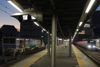 2019年12月8日。東長崎。新型マルタイとモーターカー(左)と、20158Fの5407レ。