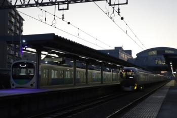 2019年12月7日。東長崎。38107Fの下り回送列車(左)と001-B編成の62レ。