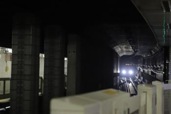 2019年12月14日 15時53分ころ。用賀。トンネル内を近づいてくる東武50050系の各停 押上ゆき。