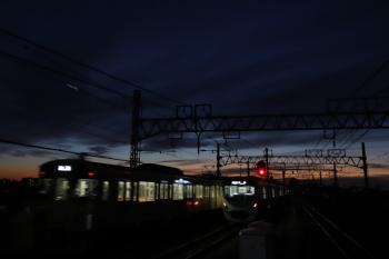 2019年12月15日。練馬高野台。左から、2087F?の上り回送列車、30000系の5206レ。