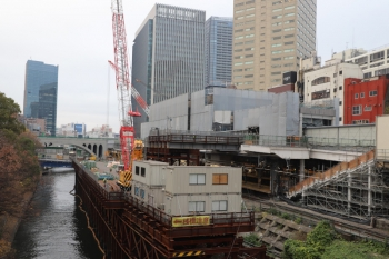 2019年12月21日。御茶ノ水。工事中のJRの駅を西側から。