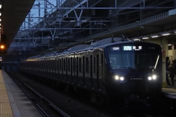 2019年12月26日 6時59分ころ。西大井。相鉄12000系の各停 新宿ゆき。