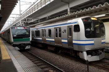 2019年12月26日 7時56分ころ。西大井。埼京線・相鉄直通のE233系と横須賀線のE217系の並び。