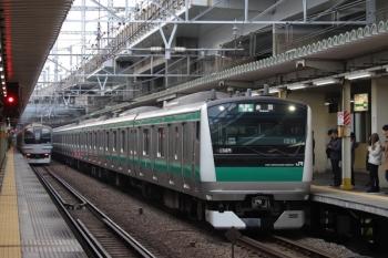 2019年12月26日 8時41分ころ。西大井。埼京線・相鉄直通の赤羽ゆきE233系と横須賀線のE217系のすれ違い。