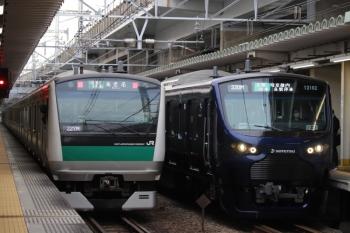 2019年12月26日 9時13分ころ。西大井。相鉄直通の埼京線E233系と、埼京線直通の相鉄12000系。